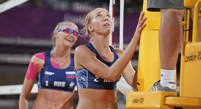 Jogadores russas Evguênia Ukolova (esq.) e Ekaterina Khomiakova (dir.) Foto: Reuters