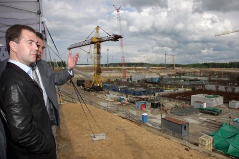 Primeiro-ministro da Federação Russa, Dmítri Medvedev, visita a usina nuclear em São Petersburgo Foto: AP