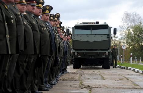 Novo modelo Kamaz poderá ser usado para transporte de armamentos, cargas ou pessoas Foto: Grigóri Sissoev/RIA Nóvosti
