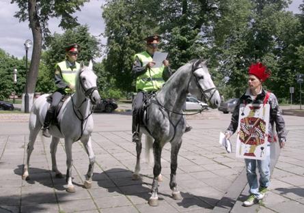 Patrulhas a cavalo detêm cerca de 15 mil infratores anualmente em Moscou Foto: Kommersant
