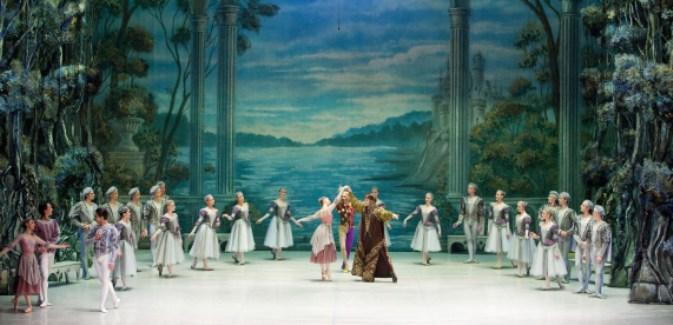 """""""O Lago dos Cisnes"""", um dos mais famosos e tocantes ballets do mundo, é o espetáculo que tem sido apresentado na maior parte das cidades brasileiras Foto: M.Logvinov"""