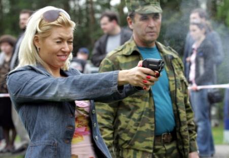 Para 48% dos habitantes do país, as armas não letais trazem mais prejuízos do que benefícios ao seu proprietário Foto: Konstantin Zavrájin/RG
