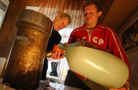 Produzir destilados para a venda é ilegal, ao contrário da produção caseira para uso próprio Foto: ITAR-TASS