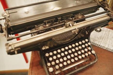 Máquinas são usadas para produzir documentos que não necessitam ter um formato eletrônico Foto: FotoImedia