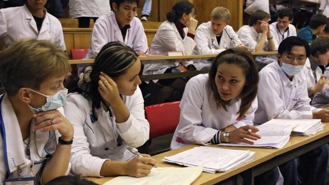 Médicos estrangeiros e brasileiros formados no exterior não terão de se submeter ao Revalida para se candidatar ao programa Foto: ITAR-TASS