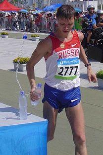 Denis Nijegorodov é o atual detentor do recorde mundial de 3:34:14 na marcha atlética de 50km Foto: wikipedia.org
