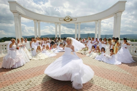 Many young couples follow old Russian traditions. Source: Reuters