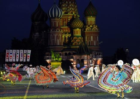 Aleks alega que vários esteriótipos russos, como passeios pela Praça Vermelha, foram criados por personagens de cinema Foto: PhotoXpress