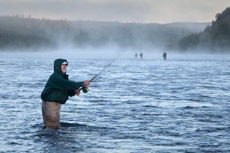 É possível pescar nos rios e lagos da Rússia durante o ano todo Foto: Lori / Legion Media