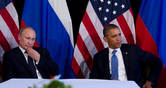 Presidentes dos EUA, Barack Obama, e da Rússia, Vladímir Pútin, durante cúpula do G20 no México, em junho passado Foto: AP