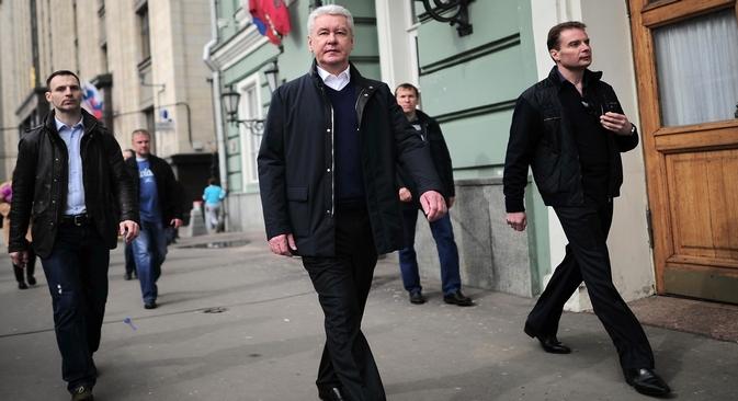 Prefeito interino Serguêi Sobiânin (centro) anunciou eleições antecipadas em junho passado Foto: Photoshot / Vostock Photo