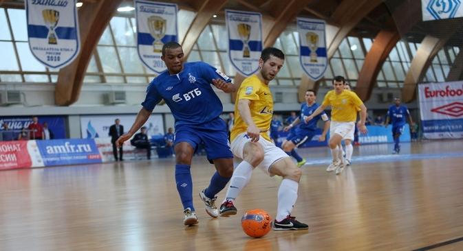 Em 2005, o Dínamo de Moscou, um dos maiores clubes do país, decidiu naturalizar o seu melhor jogador, Cirilo Tadeus Cardoso Filho Foto: PhotoXPress