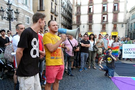 Manifestação em Barcelona em apoio à comunidade LGBT russa Foto: Maite Montroi