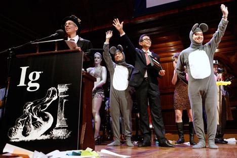 Este ano, o prêmio Ig Nobel foi concedido a um prupo de cientistas do Japão e da China Foto: AP