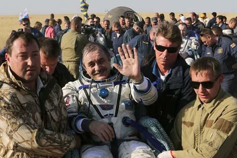 Cosmonauta russo, Pável Vinogradov (centro) Foto: Reuters
