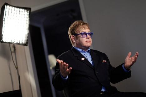 """Elton John: """"Sendo gay, não posso deixar essas pessoas sozinhas em seu próprio país"""" Foto: Reuters"""