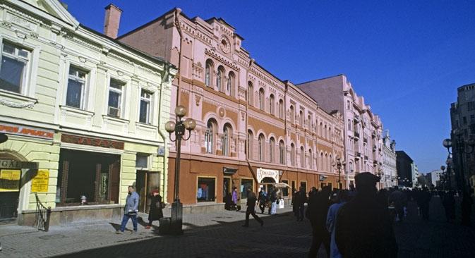 Em homenagem ao seu aniversário, as autoridades de Moscou prometeram transformar a rua Arbat: remover os anúncios e renovar a pavimentação e as fachadas dos edifícios Foto: RIA Nóvosti