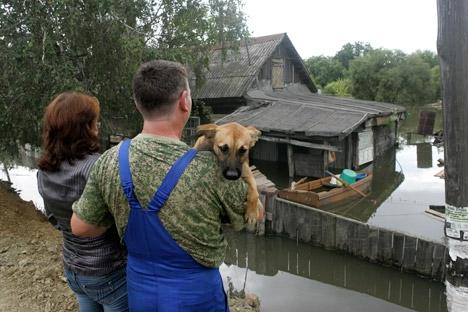 Todo o dinheiro arrecadado terá como destino a construção de assentamentos pré-fabricados para os moradores que perderam suas casas Foto: AP