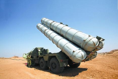 O sistema S-300PMU2 Favorit é uma versão projetada para defender pontos estratégicos de importância militar contra ameaças aéreas Foto: ITAR-TASS