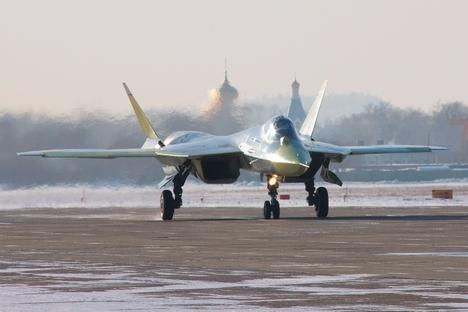 O T-50 é capaz de realizar operações complexas sem a intervenção do piloto Foto: sukhoi.ru
