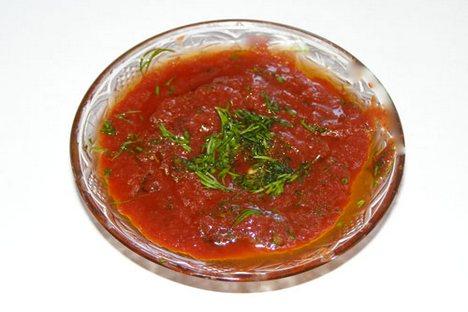 Um dos molhos mais populares utilizado como complemento aos pratos russos, depois da maionese e da mostarda, é o adjika Foto: divulgação