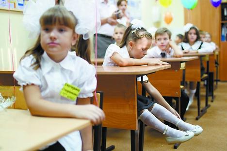 Apesar de pequenas mudanças, o sistema educacional na Rússia moderna não difere muito do soviético. As crianças começam a escola em torno dos sete anos de idade e passam as quatro primeiras séries com o mesmo professor e colegas de classe Foto: RIA Nóvosti