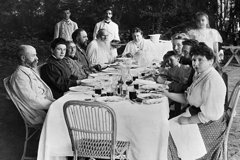As receitas de maior interesse talvez sejam as relacionadas com amigos e familiares do Tolstói Foto: RIA Nóvosti