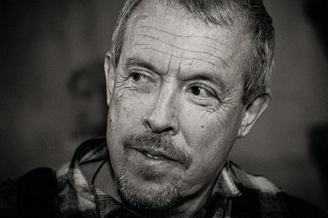 """Em entrevista ao jornal """"Moskóvski Komsomolets"""", o roqueiro russo Andrei Makarevitch, que também assinou a carta, disse que os ecologistas não podem ser considerados piratas nem bandidos Foto: kinopoisk.ru"""