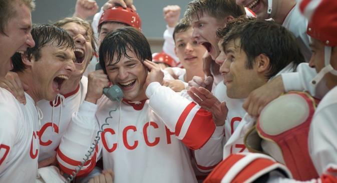 """Entre os filmes que fazem parte do festival, está o drama """"Lenda 17"""", sobre um histórico torneio de hóquei no gelo entre as seleções da União Soviética e do Canadá em 1972 Foto: kinopoisk.ru"""