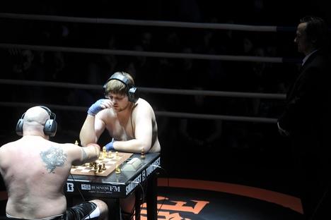 Corretor de imóveis Sajin foi grande vencedor do Campeonato Mundial de Boxe-xadrez, em Moscou Foto: Kirill Kalínnikov/RIA Nóvosti
