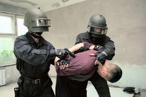 O primeiro projeto de lei autoriza os funcionários do FSB a realizar inspeção pessoal de cidadãos, bem como meios de transporte Foto: ITAR-TASS