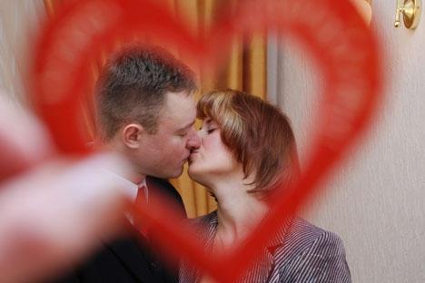 Segundo entrevistados, escritório é bom lugar para iniciar relacionamentos, porque é onde as pessoas passam mais tempo juntas Foto: Mikhail Mordassov/RIA Nóvosti