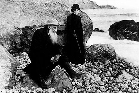 """""""Quem deve aprender a escrever com quem, as crianças camponesas conosco ou nós com as crianças camponesas?"""", diz Tolstói Foto: Vostock Photo"""