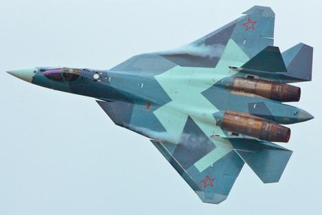 Novo avião tem características comparáveis à do caça norte-americano F-22 Foto: sukhoi.org