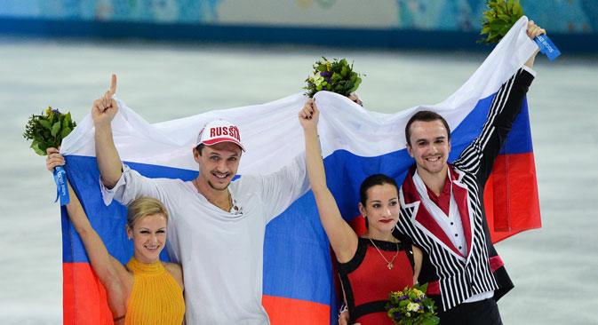 Patinadores Tatiana Volosojar e Maksim Trankov trouxe a Rússia a sua segunda medalha de ouro nos Jogos. A medalha prata foi vencida para Ksenia de Stolbova e Fyodor Klimov Foto: Aleksandr Vilf / RIA Nóvosti