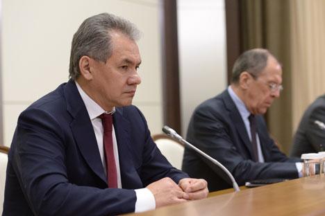 O ministro da Defesa russo, Serguêi Choigu (esq.), e o ministro dos Negócios Estrangeiros, Serguêi Lavrov (dir.) Foto: ITAR-TASS