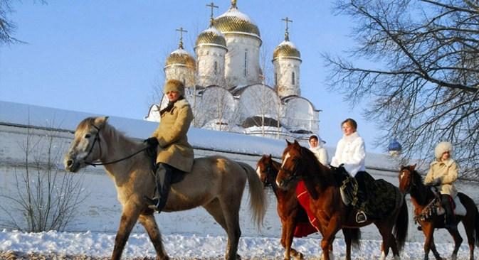 Caça a cavalo de Podmoskóvie, nos arredores de Moscou, recebe anualmente cerca de 15 mil pessoas  Foto: strana.ru