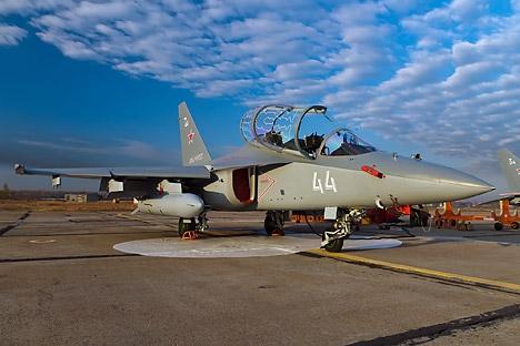 O grupo dos Iak-130 não é a única equipe acrobática que voa em aeronave de treinamento Foto: Press Photo