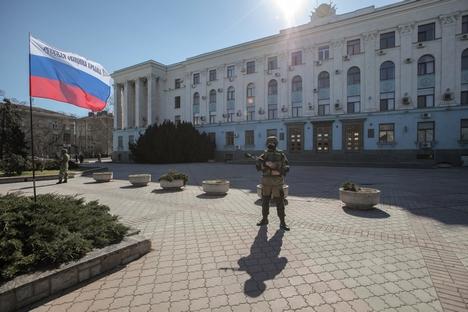 """Seja pela Rússia ou Europa, moradores locais buscam """"vida melhor"""" Foto: Serguêi Savostianov/RG"""