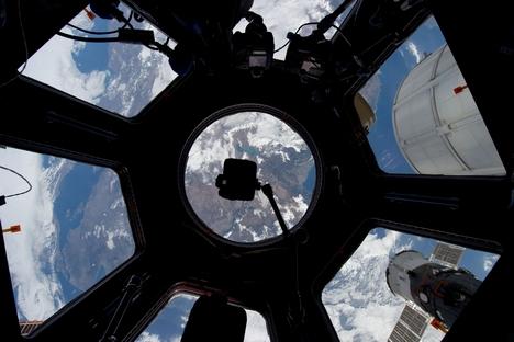 O satélite-miniatura em forma de cubo, que pesa apenas um quilo e cabe facilmente na palma da mão, será mantido no espaço por, pelo menos, seis meses Foto: Getty Images/Fotobank