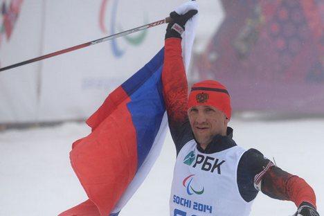 Herói do final de semana foi do esquiador Roman Pietuchkov, que conquistou ouro no biathlon e no cross-country Foto: RIA Nóvosti