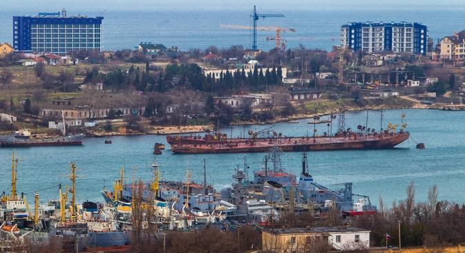 Antes do referendo sobre a adesão da Crimeia, a Rússia prometeu investir US$5 bilhões na infraestrutura da região Foto: Serguêi Savostianov