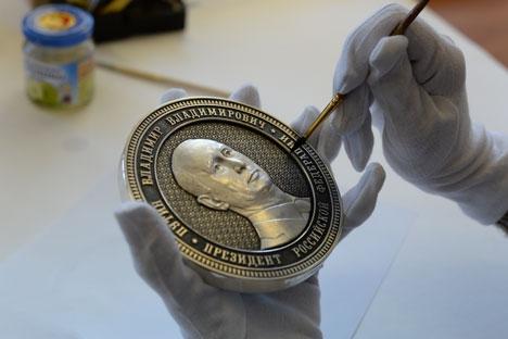"""""""Em homenagem à integração da Crimeia à Rússia, começamos a produzir uma série de moedas comemorativas"""" Foto: RIA Nóvosti"""