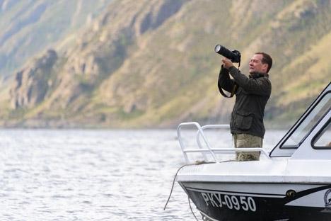 Mostra conta com 19 fotografias tiradas pelo primeiro-ministro na Rússia e no exterior Foto: ITAR-TASS