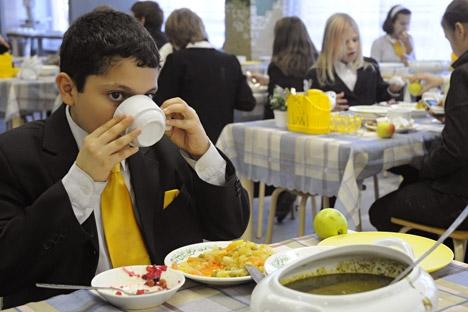 Opções disponíveis em cantinas escolares contribuem para má alimentação das crianças Foto: ITAR-TASS