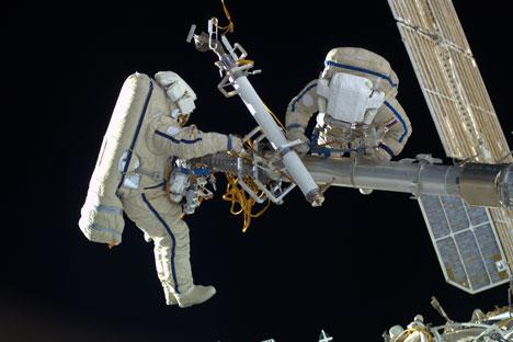 Sistema providencia volta do cosmonauta à estação apertando apenas um botão Foto: Roscosmos