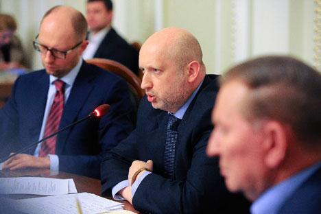 Primeira reunião de unidade nacional para resolver a crise na Ucrânia ganhou destaque nos jornais russos Foto: Reuters