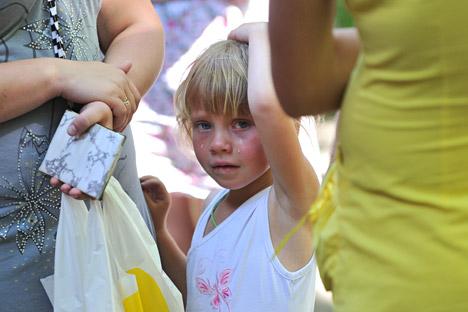 Voluntários e representantes de organizações públicas estão ajudando a evacuar moradores de Slaviansk, Kramatorsk, Lugansk e Donetsk, onde estão acontecendo os confrontos Foto: Serguêi Pivovarov / RIA Nóvosti