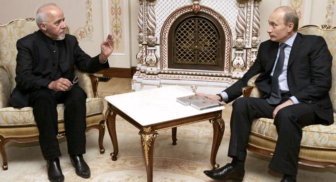 Paulo Coelho reuniu-se com Pútin na residência do presidente em Novo-Ogariovo, em 2013 Foto: ITAR-TASS
