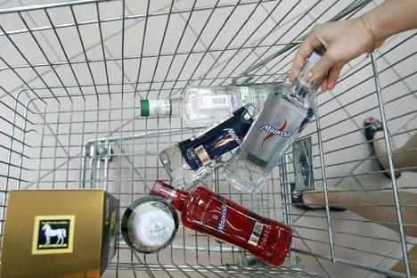 Apenas 35-40% do mercado de álcool russo é proveniente de produtores legais Foto: ITAR-TASS